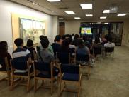 参加者たちはまず、プランゲ文庫の紹介DVDを鑑賞しました。